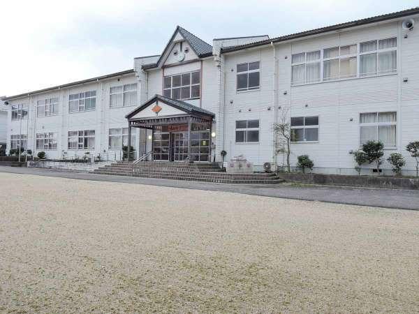 *【外観】古い木造校舎の小学校をリノベーション!