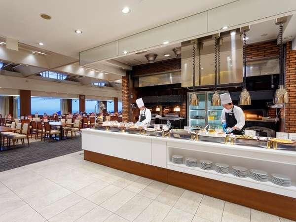 グリルブッフェレストラン「サンセット」では和洋中鮨スイーツ食べ放題!!