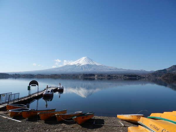 2012年3月12日の逆さ富士。戸沢センター湖畔から。