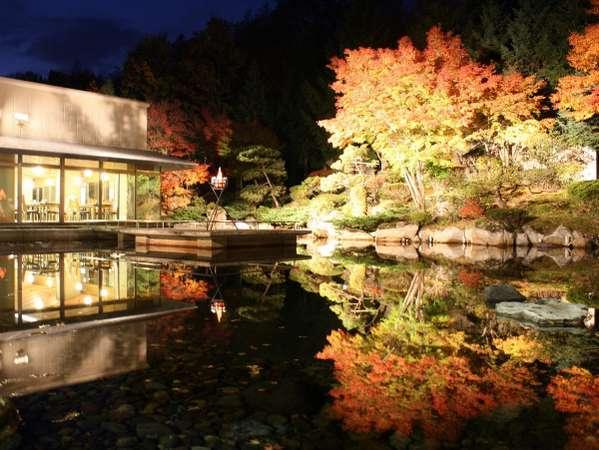 紅葉の中庭のライトアップ