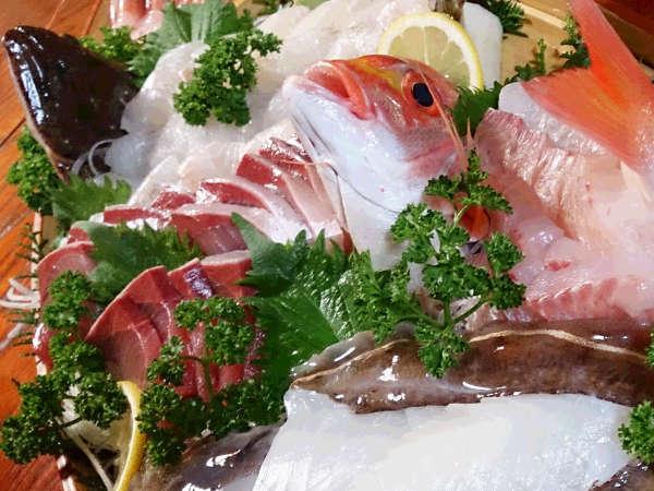 その日獲れた新鮮な魚介類をお造りで