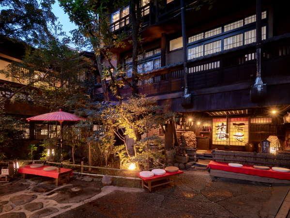 当館の外観です。黒川温泉随一の風情でお迎えいたします