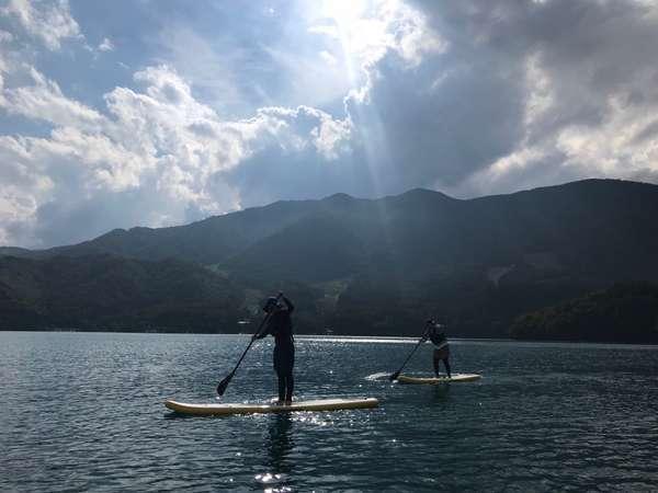 青木湖まで車で20分。澄んだ空気の中、SUPやカヤックを楽しめます!