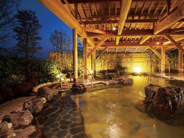 *【甲賀温泉やっぽんぽんの湯】露天風呂でトロリとしたお湯をお楽しみください