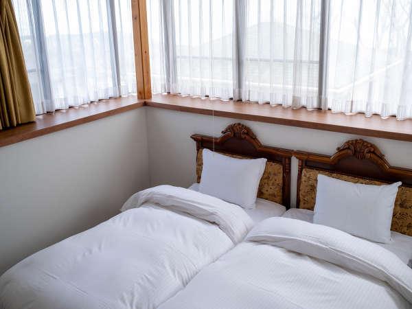 【イサナ山荘】絶景の海!伊豆高原、静かな大室山山麓に佇む2階建一軒家。