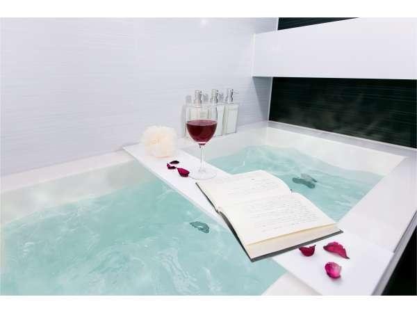 全室バストイレ別!バスタブにお湯をためてゆっくり温まってくださいね♪