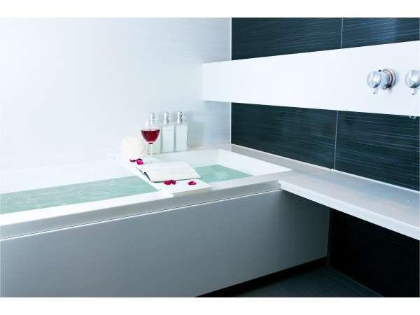 広々としたキレイなお風呂でゆっくりと温まっていただけます。
