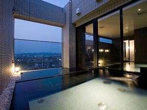 女性用スパ/夕陽の時間帯は逃さず入浴してください。空と景色がとてもきれいで癒されます