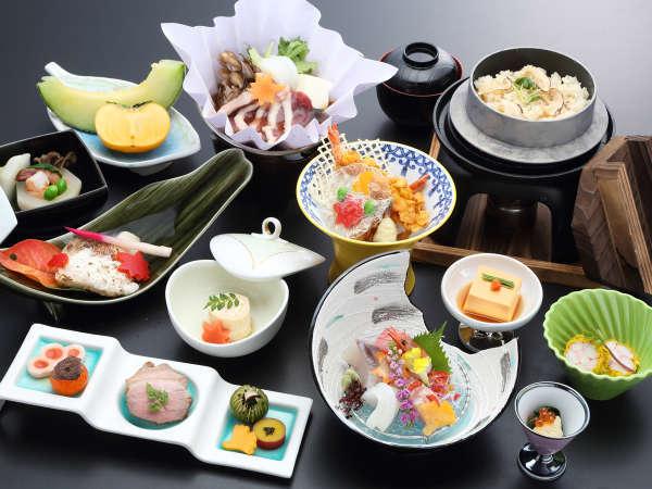 【夕食一例】料理長が工夫を凝らし一品一品丁寧に作る季節が映える京風懐石をお召し上がりいただきます。