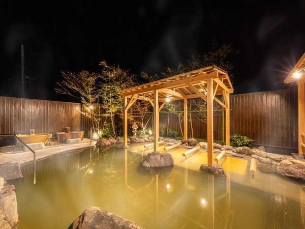 【露天風呂】夜の露天風呂は格別。広い露天風呂でごゆっくり♪