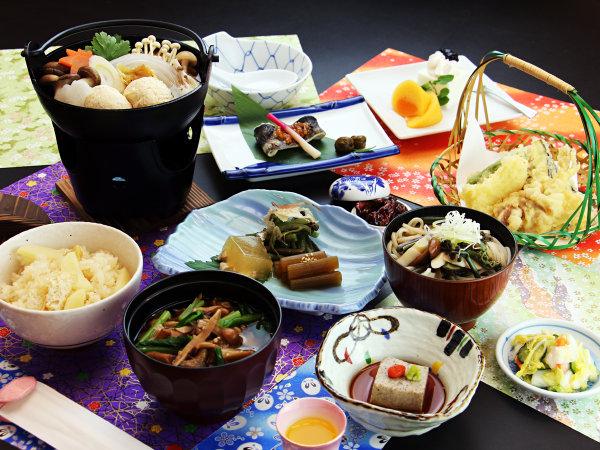 旬の山の幸や地元の食材を使った深山料理をお楽しみください
