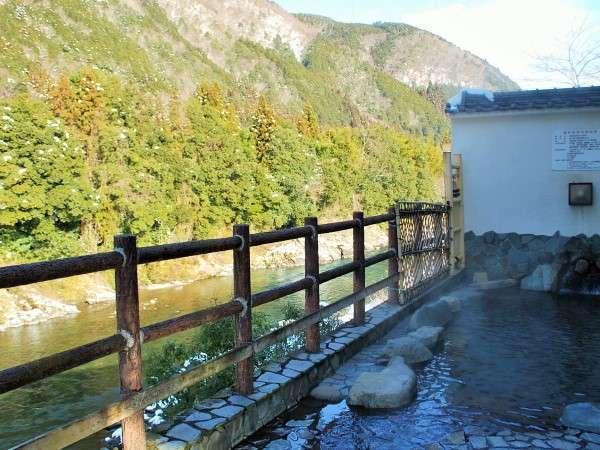天気の良い日中は、「露天風呂」から見下ろす長良川は絶景で癒されます。