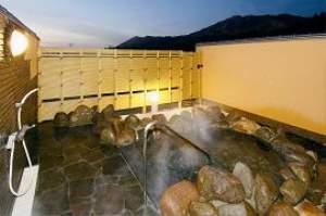 客室専用露天風呂(岩風呂)