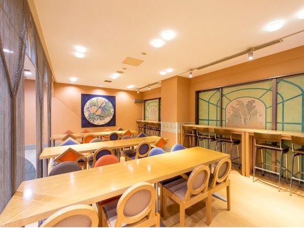 【本館】開放的な朝食会場