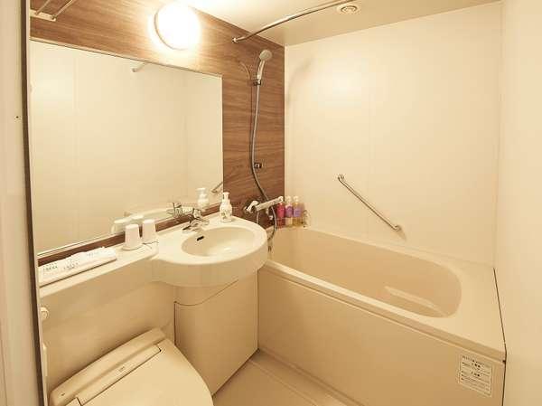 【客室・風呂】各ダブルタイプ、ツイン、リラックスツインはこちらのユニットバスタイプとなります。