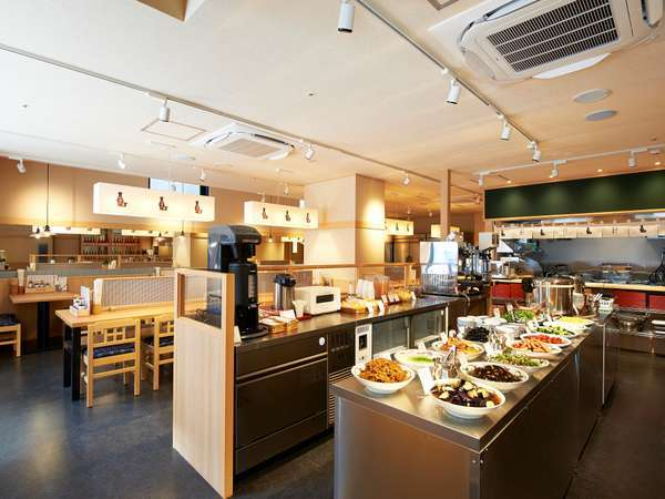 【ホテル・設備】ビュッフェカウンターにて、副菜豊富に朝食をご用意しております。