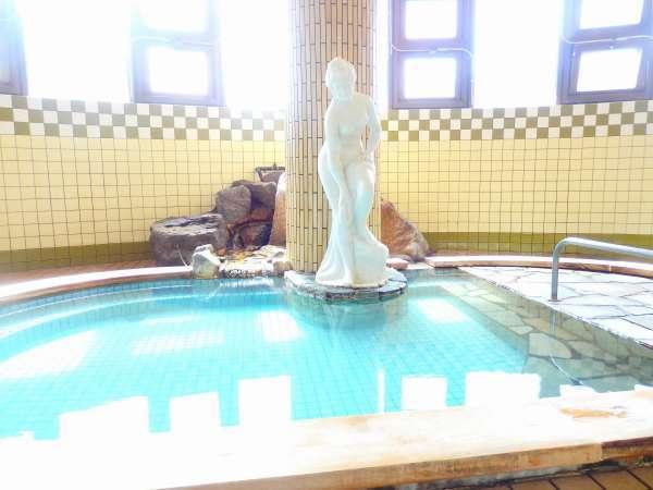 源泉100%掛け流し温泉の大浴場