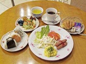 朝食は無料サービス!!