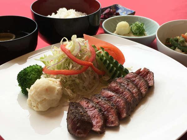 滋賀の名産「近江牛」を使ったステーキ(2)