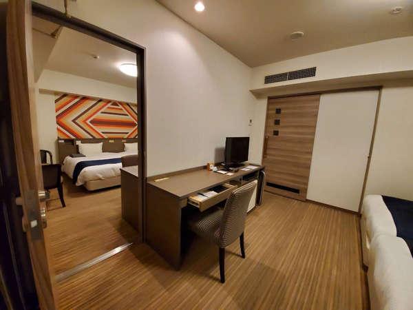 ツインルームが2部屋繋がり、合計約50㎡のコネクティングツイン。グループ旅行に最適です!