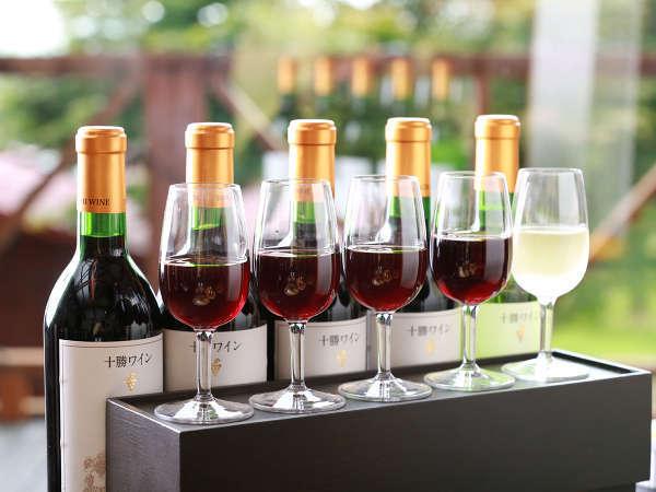 「十勝ワインBOX」代表的な赤4種+白1種を飲み比べできます。別料金¥2,000※ボトルはつきません