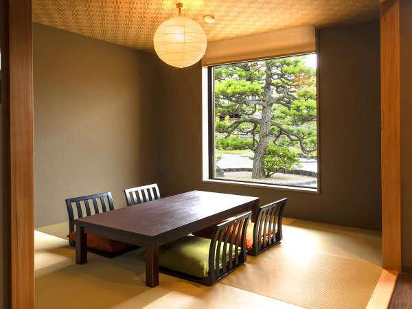 【天然温泉露天風呂付き】特別和洋室にはゆったりくつろげる和室もご用意。