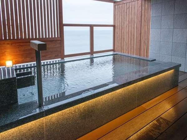 オーシャンビューの貸切露天風呂。4室ご用意しております。