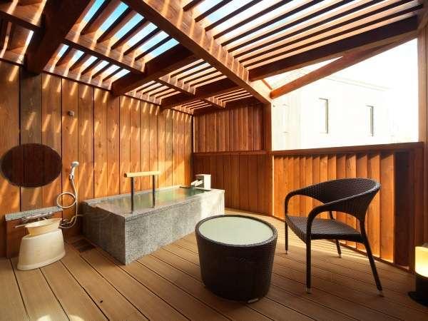 ゆっくりした湯くみを露天風呂付きの客室で!お風呂の大きさ長さ1.7M×深さ0.53M×横1.1M