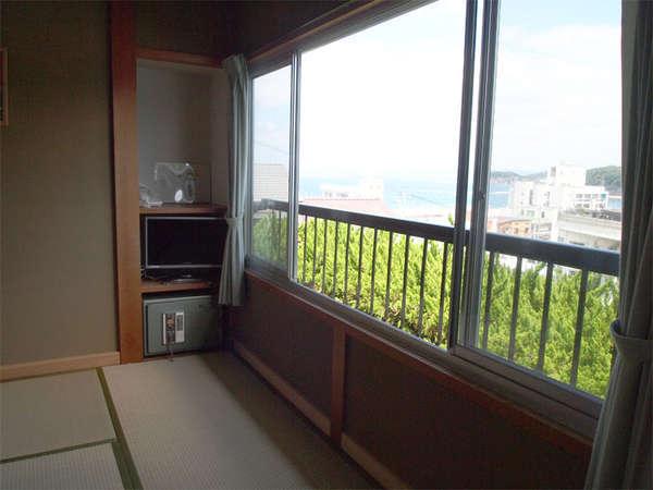 お部屋からは白浜の海が見えます。
