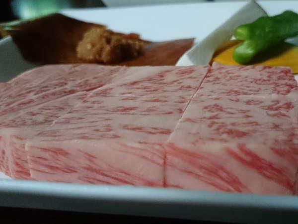夕食は飛騨牛リブロースステーキ!(写真は約100g)
