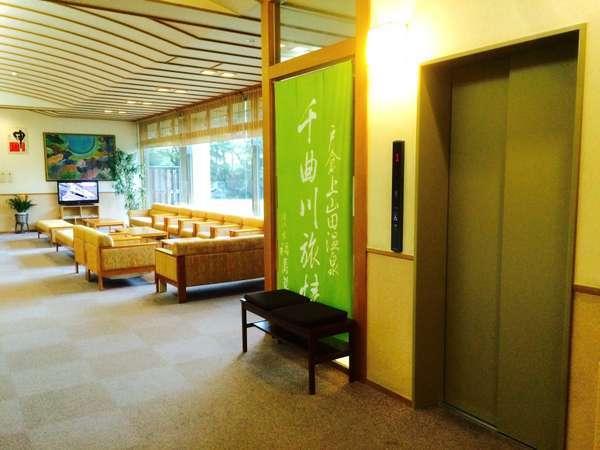 【1階エレベーター】ロビー・温泉棟入り口横に設置されています。