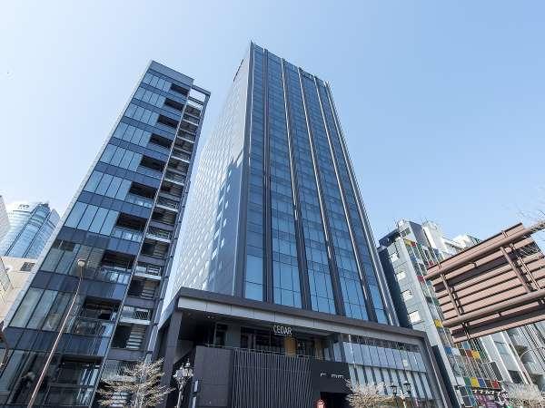 【外観】外苑東通りに面し、東京メトロ日比谷線・都営大江戸線 六本木駅、六本木交差点から至近の好立地