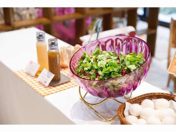 無料軽朝食は6:30~9:30まで1階カフェスペースにてご用意しております。