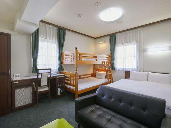 ファミリールーム(クイーンベッド+2段ベッド)