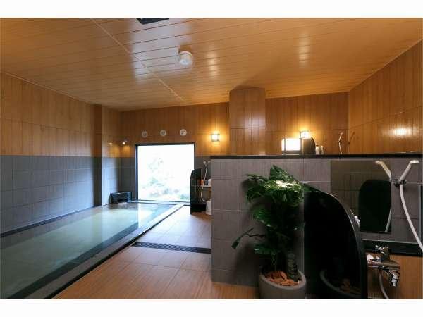 男性大浴場:カラン7つ、シャワーコーナーが1つございます。15:00~2:00/5:00~10:00