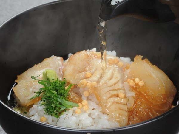 【鯛茶漬け】厳選した三重県産の真鯛と調理長自慢のだし汁がベストマッチ♪
