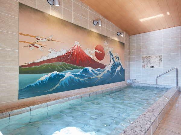 大浴場「富士の心湯」の内湯は富士山の壁画が目を見張ります。