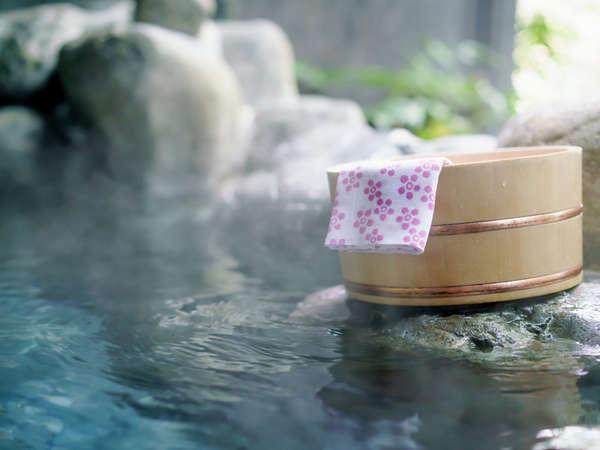 里山の湯宿「つわぶきの花」には男女露天風呂の他に2か所の貸切野天風呂があります。