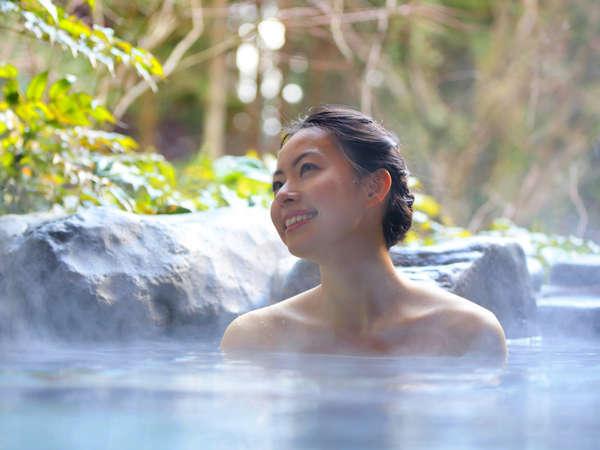 貸切の野天風呂も2か所あります。自然の中でプライベートな入浴タイムをお楽しみいただけます。