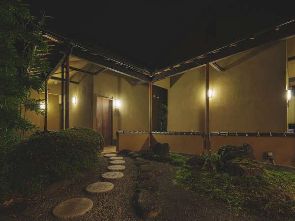 数寄屋風造りの中庭