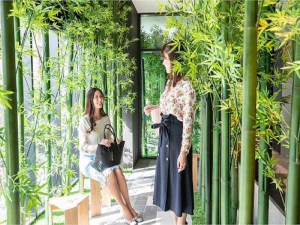 2Fロビー 竹の小道