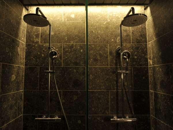 B1 大浴場 高シャワー