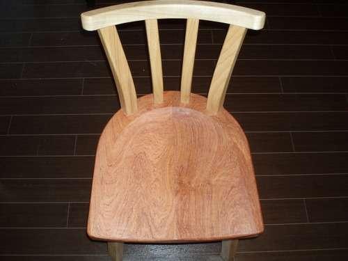 名蔵手造り椅子一つ一つが特注です。