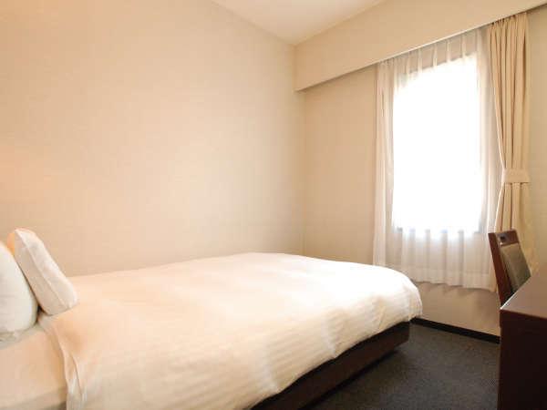 [シングルルーム] 13㎡のお部屋に、140㎝ダブルベッド・20インチ液晶TV・加湿付き湯沸し器を完備