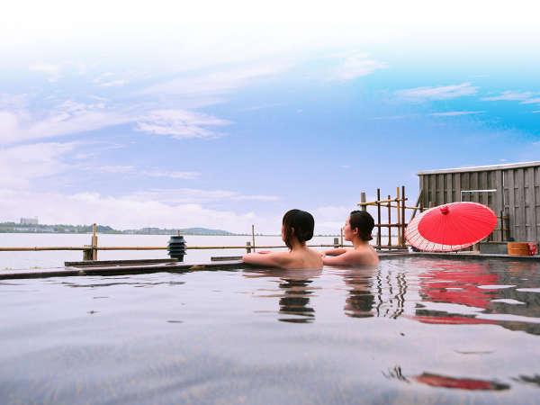 【大江戸温泉物語 加賀片山津温泉 ながやま】家族揃って楽しめるプールがあり、雄大な柴山潟を望む温泉宿