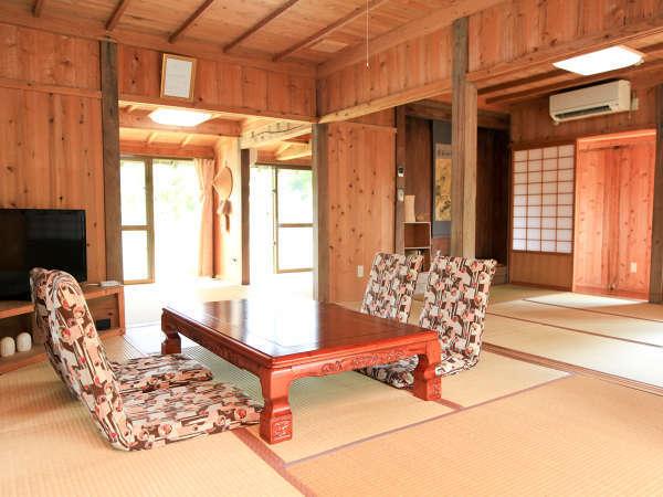 部屋は広々20疊、TV、ネット(WiFi)完備。キッチン・トイレ・シャワールームはリフォーム済みで清潔です