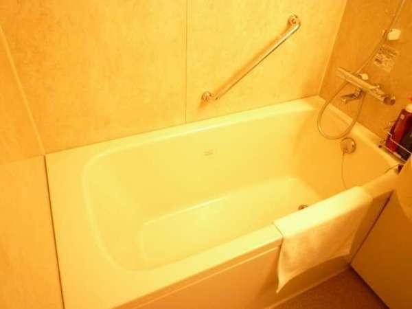 お部屋のお風呂は、脚を伸ばしてゆったりご利用いただけます。