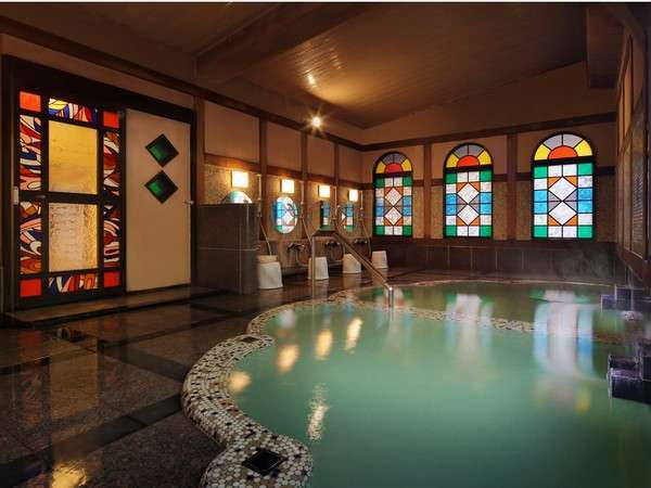 ◇【大正ロマンの湯】白濁の千曲源泉と緑色透明の上山田源泉が隣同士に並びます。