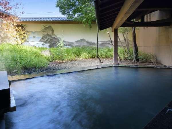 ◇【庭樹の湯】庭園と、山並みが描かれた壁画の露天風呂。