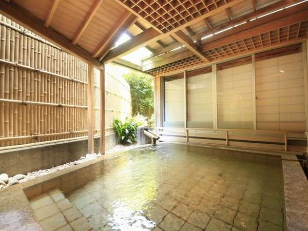 【露天風呂うらら】pH8.6のアルカリ性良質温泉、伊東の風を感じながらゆっくりお楽しみ下さい
